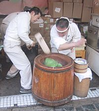 200px-Making_mochi_with_an_Usu_and_Kine.jpg